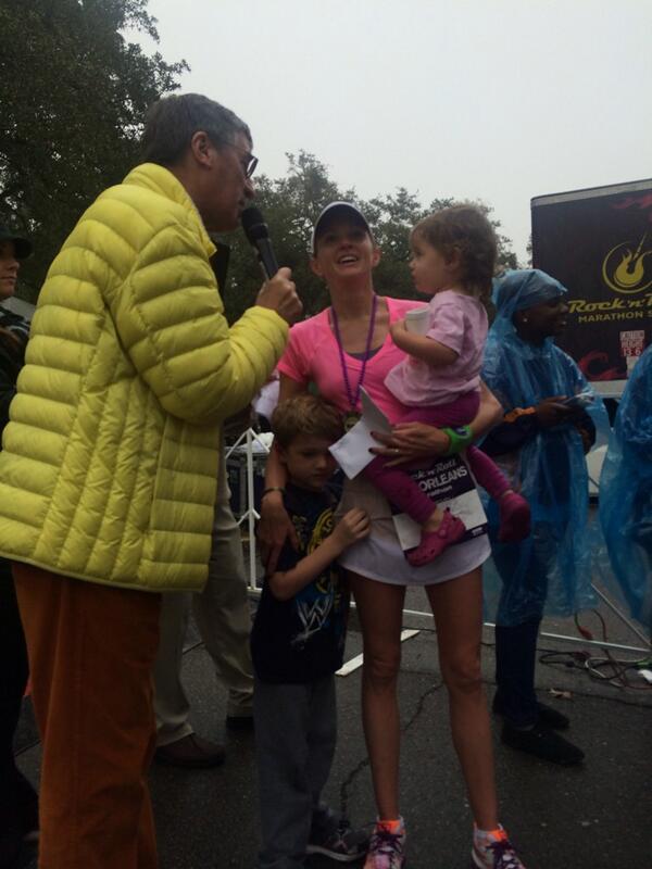 Congrats to @AndreaDuke15 for winning #rnrnola @RunRocknRoll & like a beast immediately picks up her kids! http://t.co/41Xt5KKg6i