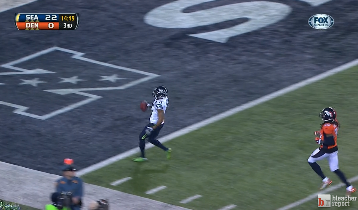 Percy Harvin returns the 2nd-half kickoff back for a #Seahawks TD! http://t.co/Z9XY4tAGYQ