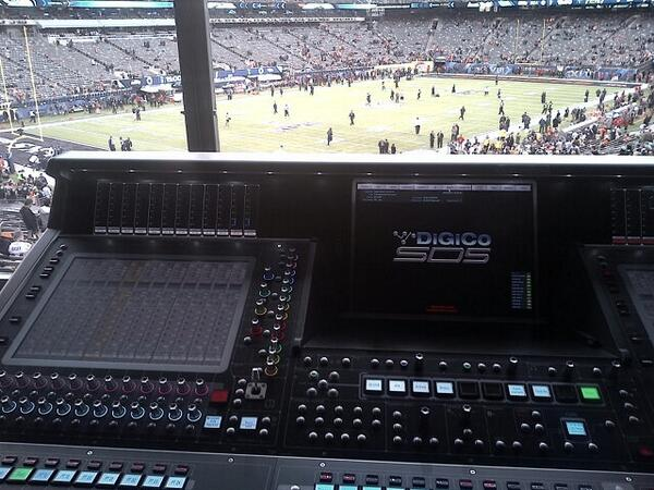Ooooh, getting ready for @ChiliPeppers halftime show at the superbowl http://t.co/dVBfCMXnK4