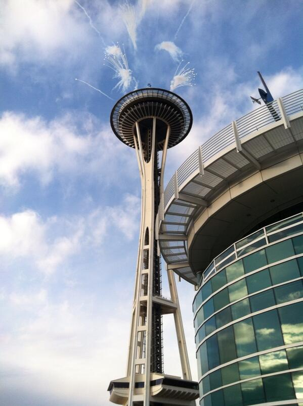 The Space_Needle is launching fireworks every time the #Seahawks score in #SuperBowlXLVIII: #GoHawks http://t.co/xXDp2QVziZ