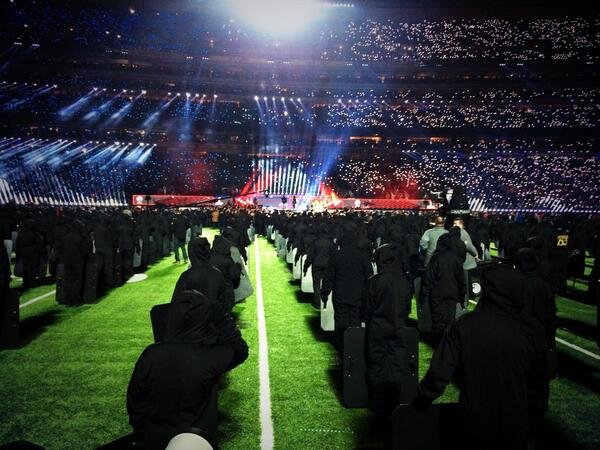 Gio Benitez (@GioBenitez): Here we go. #Halftime #SuperBowl48 @BrunoMars @ChiliPeppers http://t.co/RZ3HKL0S2A