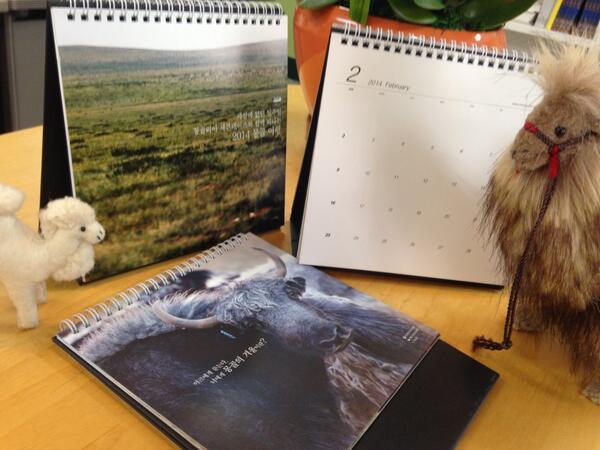 """[2차공지] 몽골감성여행 몽골리아세븐데이즈에서 매력만점 몽골사진으로 만든 2014년 캘린더를 공짜!로 보내드립니다. 1) """"알티""""해주시고 2) 7days@yianjae.com으로 주소 보내주세요.100분이에요 http://t.co/B3u1aj1FUH"""