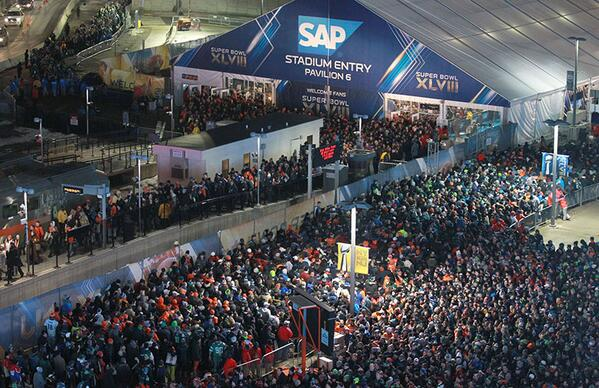 Whoa: Massive post-#SB48 crowds wait for @NJTRANSIT on platform: http://t.co/7kd2NTAgzK   #SuperJersey http://t.co/tsTPF5jZZC