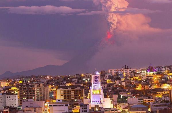 El volcán #Tungurahua desde Ambato. Vía: @kleberaranda1 http://t.co/Q1MAzisR93