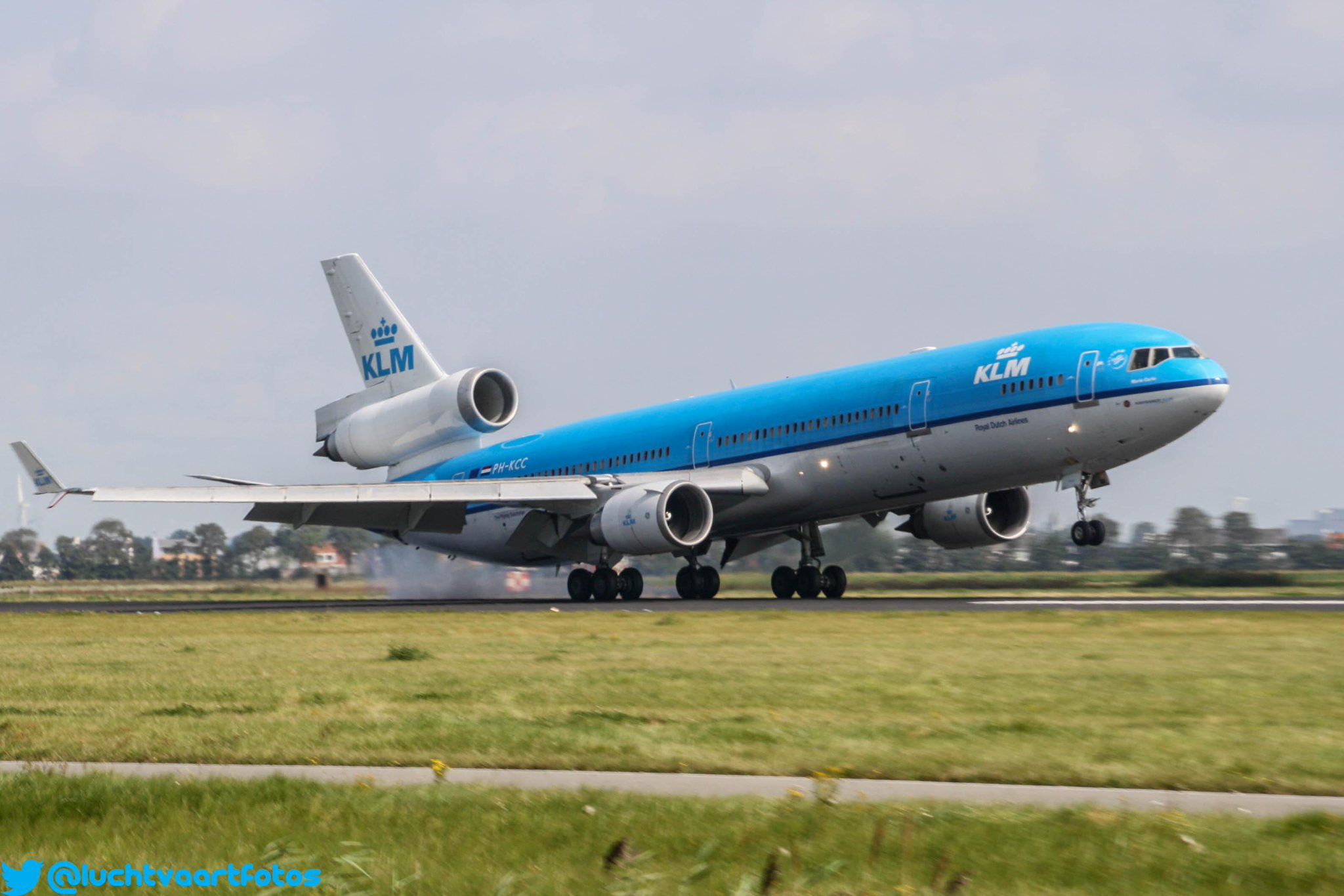 RT @luchtvaartfotos: KLM MD11 touchdown #avgeek #planespotter PH-KCC in better times when she still was together with all her sisters.... http://t.co/gznvEh4v9f
