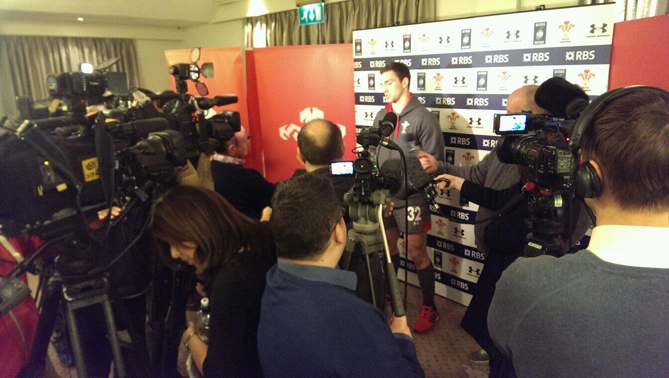 George North the latest to face the glare of the cameras #scrumv http://t.co/PnSAdpNuoo