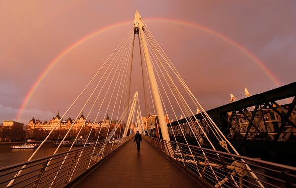 L'arcobaleno a Londra, in Regno Unito. http://t.co/cdScQKML4V http://t.co/2yPw5kgiPR