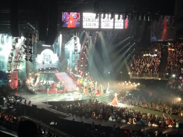 Woa what a show @taylorswift13 ! We're having a ball! You Swifties can sure make some noise http://t.co/GJvDDIrLs1