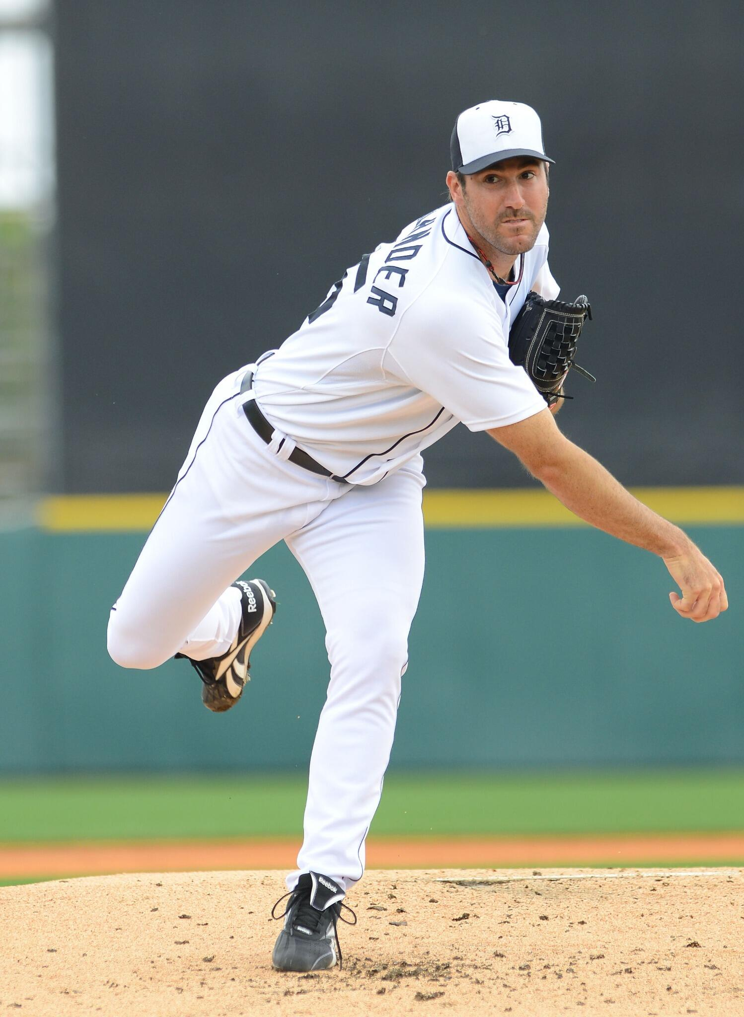 Pitchers and catchers: 10 days http://t.co/Vq4QauA6Kk