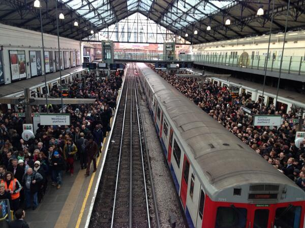 Chaos at Earls Court. #tubestrike  But thanks to the 4 working Tube drivers who got me this far.. http://t.co/yhlpze0XSJ