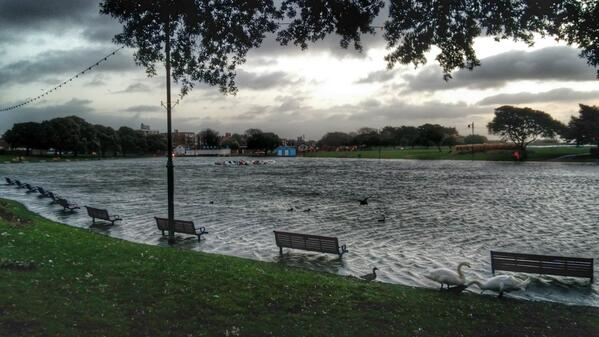 This is what #Southsea's Canoe Lake looks like this morning following heavy overnight rain. http://t.co/g2nfJ2jDzf http://t.co/UEeNJb2bLv