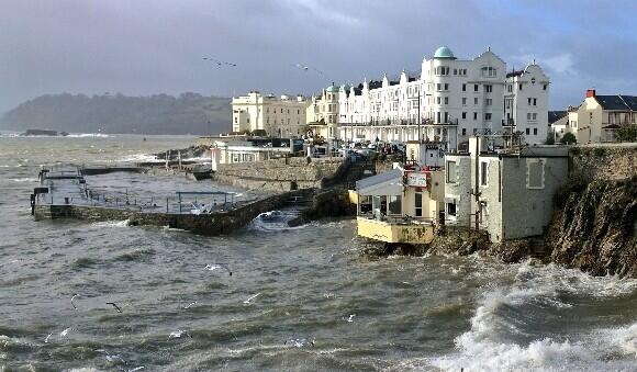 Such a huge shame about the two @PlymHoe businesses destroyed by the storm, Wet Wok & Waterfront. #Plymouth #ukstorm http://t.co/MlbdDpcrw0