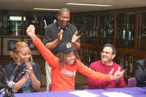 SAISD and Brackenridge QB Ramon Richards commits to Oklahoma State University on National Signing Day today! #SAISD http://t.co/ETV5hkUWZE