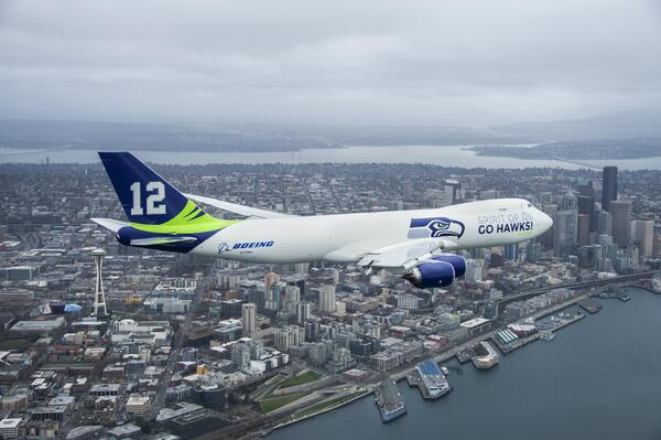 I want to know how they get low-level air-to-air photos of a 747. Nice shot, @Boeing!  http://t.co/cnW8WzbFfL #Celebrate48