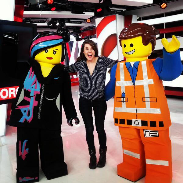Morgan Hoffman (@morganhoff): Emmett and Wyldstyle stopped by the building today! #theLEGOmovie. http://t.co/K3335LvUzk