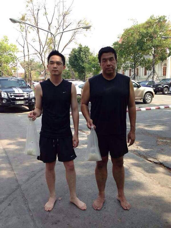 This what happens after @noppatjak interviewed Transport Minister Chadchart today #นักข่าวที่แกร่งที่สุดในปฐพี http://t.co/GBnFtsKtUO