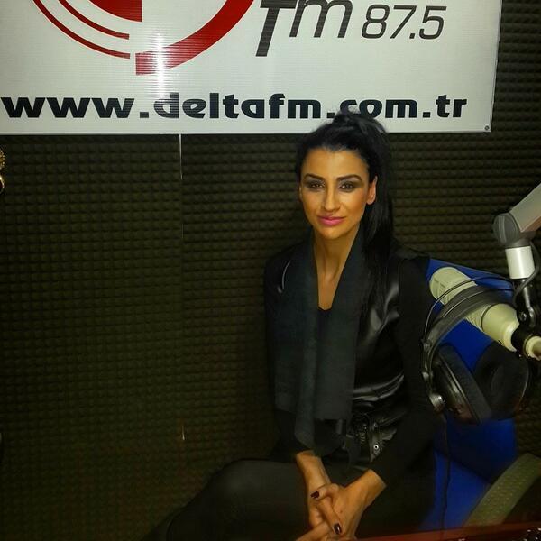 Radyocu Karakız  (@RadyocuKarakz): Mutlu günler canlar ;) @DeltaFmTR de programımız başladı hoşgeldiniz http://t.co/5VVLjXUFzH http://t.co/tO8f47gMbq
