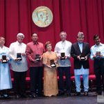 Aww @ArvindKejriwal with his Magsaysay Award in 2006 http://t.co/rxL296zOst