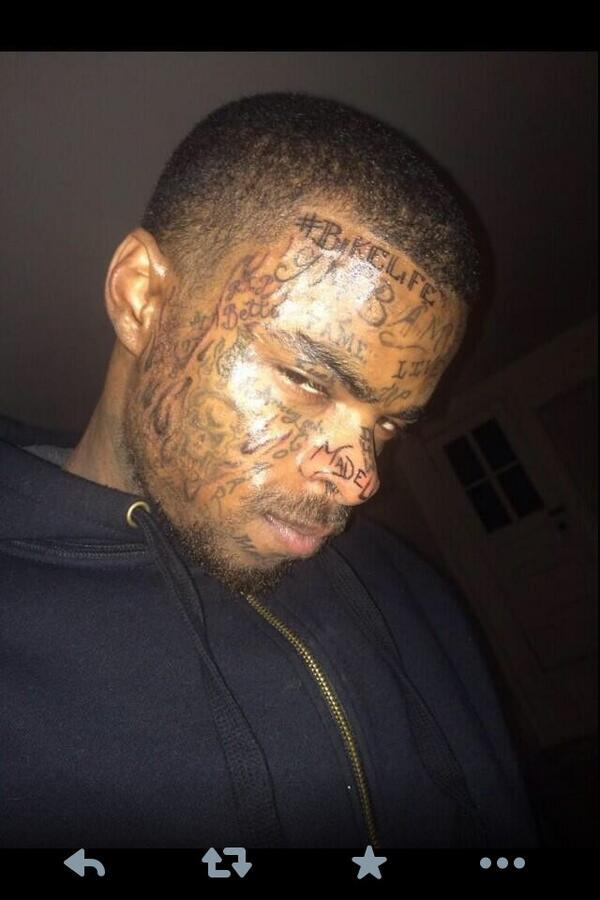 This nigga has a Hashtag tatted on his face #fail http://t.co/1B9pgV1uYi