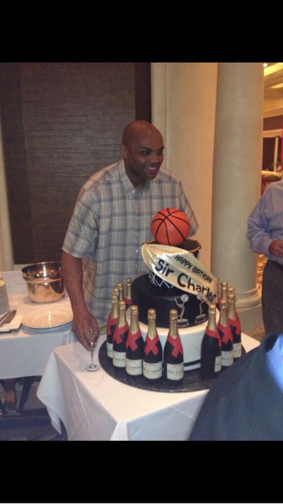 Happy Birthday to one of the greatest guys ever Charles Barkley http://t.co/kMiwUYJn2v