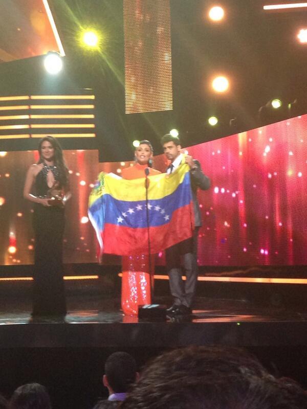 Esto jamás lo hubiese podido hacer en la tv d mi país #triste #libertaddeexpresión #venezuela http://t.co/bdnuzUmGu1