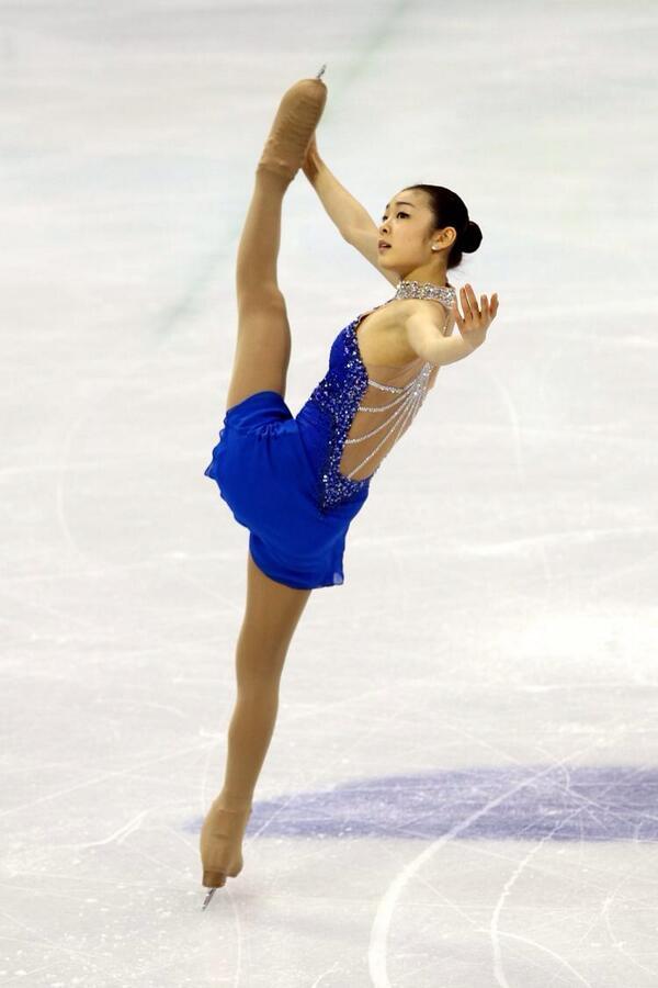 Espectacular y limpia rutina corta (74.92) de la actual campeona olímpica Kim Yuna #olimpicosenel22 @Canal22 http://t.co/yxWicogQ7N