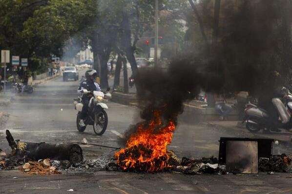 #CrisisVenezuela Sube a seis la cifra de muertes por las protestas en Venezuela http://t.co/fRKgvsItpO http://t.co/kxqyymhTkC