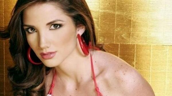 """Ella salió por primera vez a marchar y la mataron"": hermano de reina asesinada en Venezuela http://t.co/Q4BMH10dih http://t.co/n9wsoKtEKK"