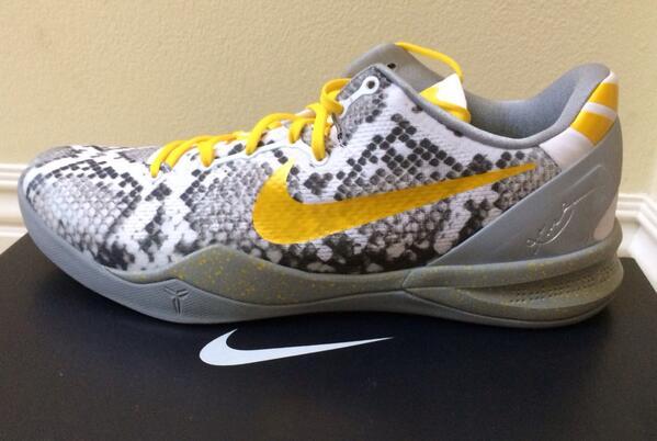Game shoes tonight. Gotta love Nike ID! http://t.co/sGbXKclsI8