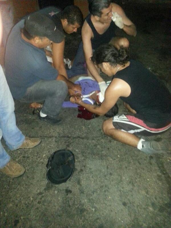 VER -> A esta hora en Tazajal (Naguanagua), GNB dispara en el rostro a joven manifestante DESARMADO http://t.co/yL8D74xAbb  @anibal_camaute