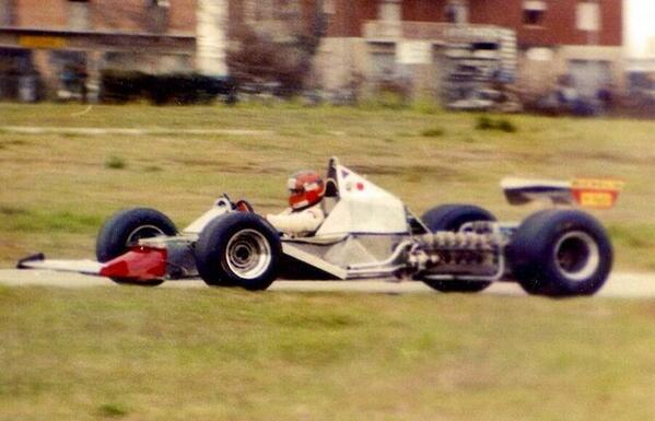 Este no se recalienta... RT @F1_Images: Naked #Ferrari 312T5 being driven by Gilles Villeneuve. #Formula1 #F1 http://t.co/lbddORWpq3