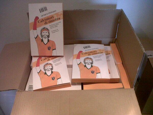 Appena arrivate in redazione. Fresche fresche di stampa! Giovedì prossimo in libreria! #calciatoridisinistra http://t.co/hXB3uarmOl