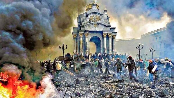 Extraordinary, almost medieval, @AFP photo of #Kiev on front page of Friday's @thetimes. Powerful, chilling. #Ukraine http://t.co/EQrbV6xzZl
