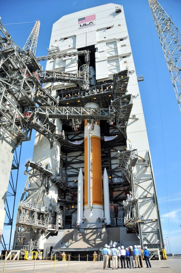 Ever wonder how the #DeltaIV measures up? See if you can spot our tiny launch crew on the pad! http://t.co/PqAiOiF8Ej