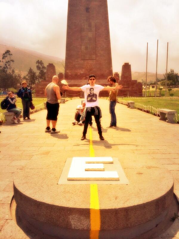 """0'0""""0"""" Hello from the Equator http://t.co/xh0rCSe5fs"""