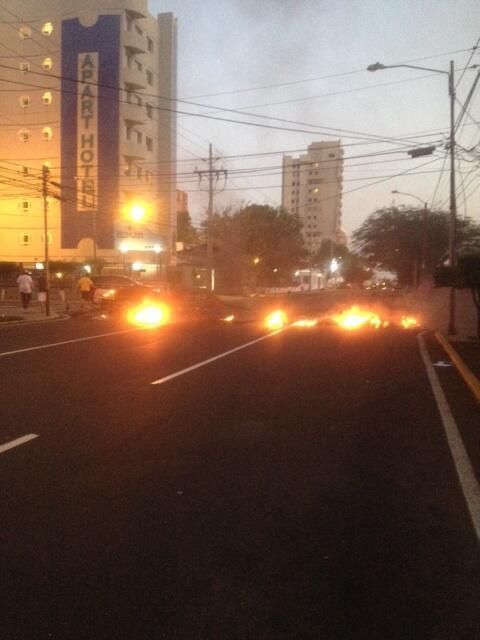 6:40PM calle 74 con Av 9B #Maracaibo http://t.co/n6sx3HAMxW