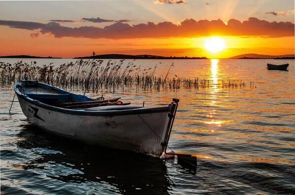 RT @regenman: RT @cmelakigor: Sunset on Alpoyont by Alperen Arıcan http://t.co/w1yXdfMd5P