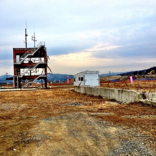 写真は先週1月29日に桃梨で訪れた際の南三陸町。震災から間もなく三年の現状。そして震災以降、東京都知事選挙は今回で三回目。三回で130億円の税金投入。これは良くないです。誰がなっても同じではないです。選挙に行きましょう!(ぴ) http://t.co/ZJZJd3hMlJ