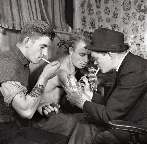 Men in a Tattoo Parlour, circa 1920s http://t.co/rpDrhEgf8g
