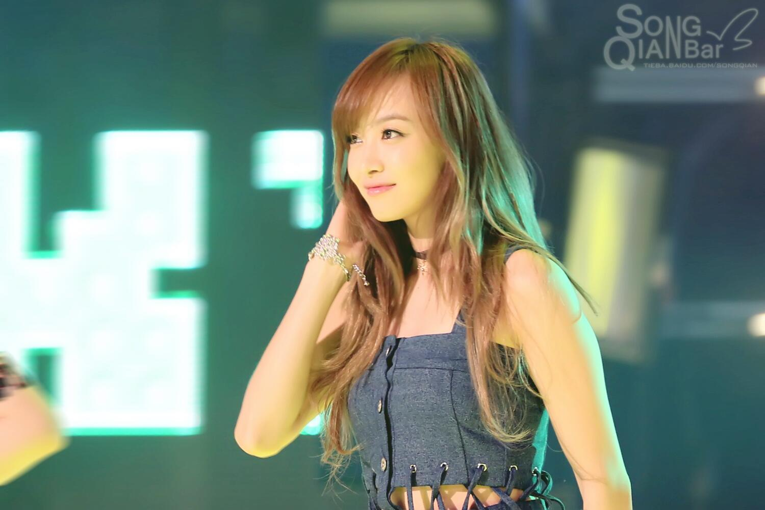 """Woah! Welcome to twitter! """"@SongQian_bar: [Exclusive] It's raining, it's snowing, but you are always shining. http://t.co/31MxlEt8nf"""""""