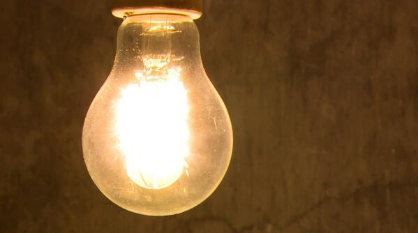 "Hoy repor en @24h_tve sobre #PobrezaEnergética, la gente vive ""A dos velas"" http://t.co/8EvSrOg2hI #estafaelectrica http://t.co/chJSJOl60P"