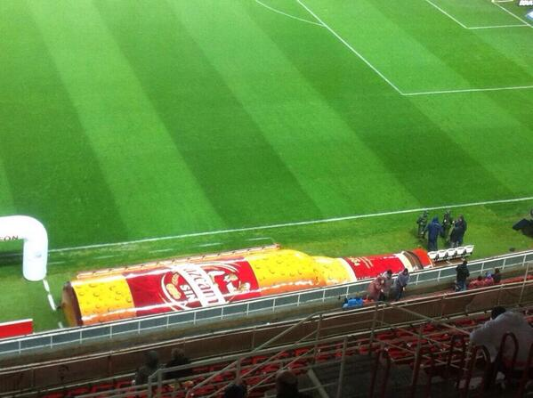 Sevilla continues 2 innovate in sports marketing.After dressing up benches as hot dogs,now they became a beer bottle http://t.co/PmJCdUE4EP
