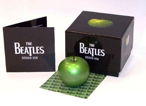 Wat een tof ding, deze USB stick in de vorm van een groene appel met het complete oeuvre van The Beatles er op. http://t.co/Nw4sax30wI
