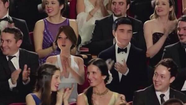 ¿Habèis visto a los 2 espectadores virtuales entre el público? #Goya2014 http://t.co/YbzSdELDKr
