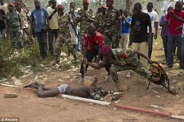 In the glare of cameras, army men in Bangui also lynched a man suspected to be a former rebel. http://t.co/y85F1U9OXk http://t.co/I0EkqQp9xM