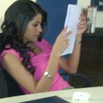 Dedicated miss #Pookhie learning her lines for #EkMutthiAasmaan @ZeeTV .. #Mugpot #Parrot #StudentOfTheYear Lol http://t.co/eN9c5wdfgu