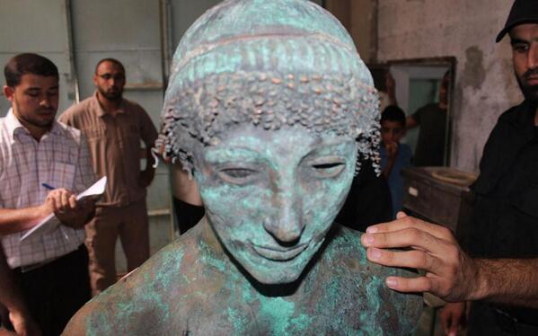 #Κculture  Σπάνιο άγαλμα του θεού Απόλλωνα ανακαλύφθηκε στη Λωρίδα της Γάζας http://t.co/7fOcveELVg http://t.co/ZpUjDGzpCM