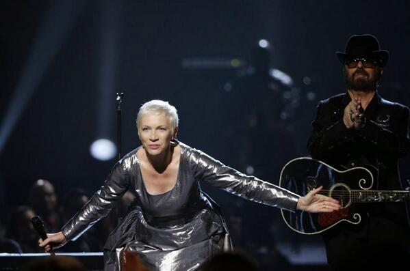 Eurythmics - The Fool On The Hill (Watch it While You Can!) - http://t.co/toDev8YSCk http://t.co/BjnvR2Fw0C