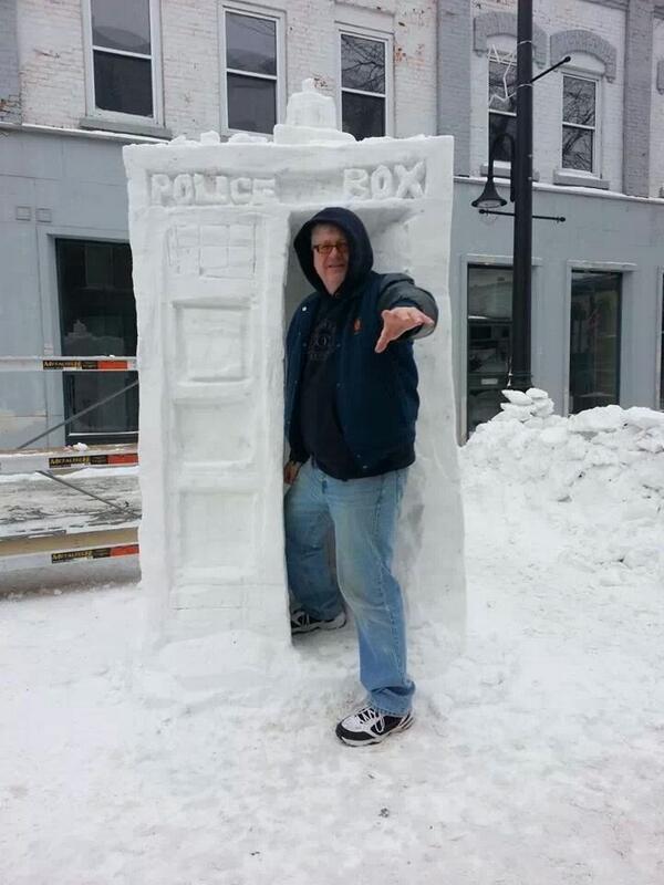 Meanwhile in #Canada ... #TARDIS #snowsculpture #drwho http://t.co/XfHDPYFGkQ