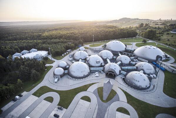 Shooting in Poland? Check out the ultra-modern, futuristic Alvernia Studios. @AlverniaStudios http://t.co/2wa8HHt1Pb http://t.co/ApoGkwSTDg